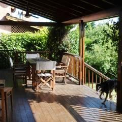 Casa en Tigre: Terrazas de estilo  por 2424 ARQUITECTURA