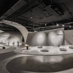 Centros de exhibiciones de estilo  por 沈志忠聯合設計