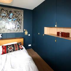 rénovation complète d'un duplex -Paris 17: Chambre de style  par Emma Caron Interior Design
