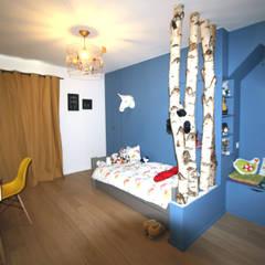 rénovation complète d'un duplex -Paris 17: Chambre d'enfant de style de style Moderne par Emma Caron Interior Design