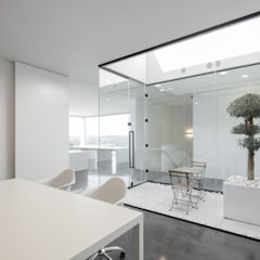 Industria - SEIRC: Escritórios  por Guillaume Jean Architect & Designer