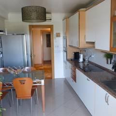 Apartamento T3 Alvalade: Cozinhas  por EU LISBOA