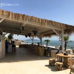Pérgola natural en madera: Hoteles de estilo  de NavarrOlivier