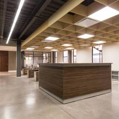 Area de trabajo : Edificios de Oficinas de estilo  por KOBALT ARQUITECTURA