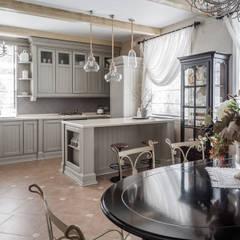 ЗАГОРОДНЫЙ ДОМ В СТИЛЕ ПРОВАНС.: Кухни в . Автор – 'Студия дизайна Марины Кутеповой'