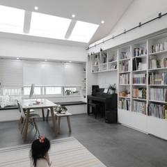 집안의 키즈카페, 용인 테라스 하우스 _ 이사 후: 홍예디자인의  다이닝 룸,북유럽