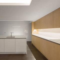 1401CL_Cocina: Cocinas integrales de estilo  de AlbertBrito Arquitectura