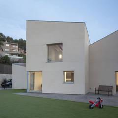 1403_MM Vivienda unifamiliar de alta eficiencia en Viladecavalls.: Casas ecológicas de estilo  de AlbertBrito Arquitectura