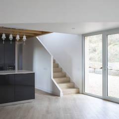Tangga oleh AlbertBrito Arquitectura, Modern Kayu Wood effect