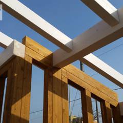 Casa in riva al mare - Fiumicino (RM): Casa di legno in stile  di Technowood srl