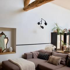 Rénovations d'une bâtisse dans le Tarn: Salon de style  par Amandine Leblanc