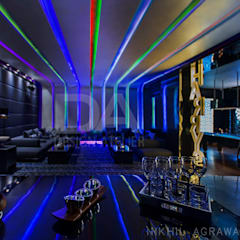 Party Lounge with fully automated light system:  Floors by Design Atelier