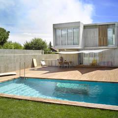 Piscinas de jardín de estilo  por Alberich-Rodríguez Arquitectos