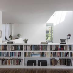 Vivienda en Soto del Real: Estudios y despachos de estilo  de Alberich-Rodríguez Arquitectos