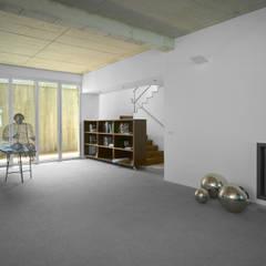Vivienda en Soto del Real: Salas multimedia de estilo minimalista de Alberich-Rodríguez Arquitectos