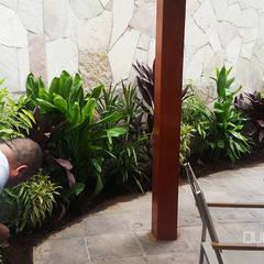 Mantenimiento e instalación de áreas verdes: Terrazas de estilo  por Quetzal Jardines