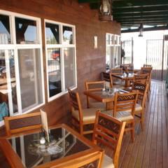 terraza planta alta: Restaurantes de estilo  por LITERAS DIVERTIDAS