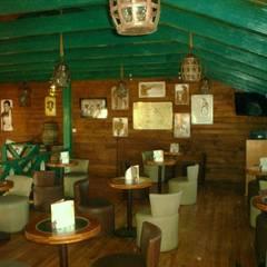 Area del tapanco: Restaurantes de estilo  por LITERAS DIVERTIDAS
