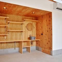 南房総びわの作業場: 祐建築設計室が手掛けたオフィススペース&店です。