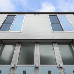 FLAT_PLATINO: SOCIUS一級建築士事務所が手掛けた長屋です。