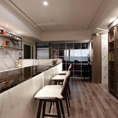 Projekty,  Domowe biuro i gabinet zaprojektowane przez 大漢創研室內裝修設計有限公司