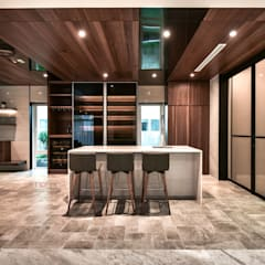 LUXURIOUS HOME:  Kitchen by inDfinity Design (M) SDN BHD