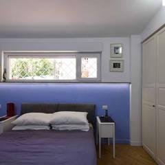 LA CASA DI YANEZ A ROMA: Camera da letto in stile  di silvestri architettura