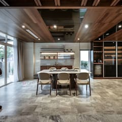 LUXURIOUS HOME: modern Dining room by inDfinity Design (M) SDN BHD