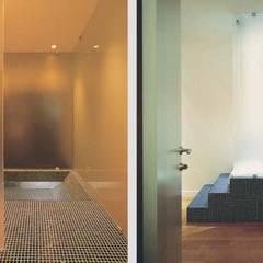 RISTRUTTURARE CREANDO SPAZI FLUENTI: Spa in stile in stile Moderno di silvestri architettura