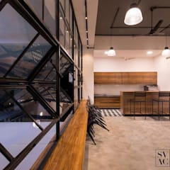 Cafeteria:  Commercial Spaces by SVAC  -  Suchi Vora Architecture Collaborative