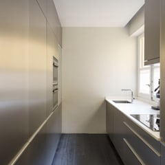 Kitchen units by Alberich-Rodríguez Arquitectos