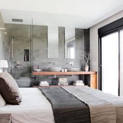 Casa Adelfa 14: Baños de estilo  de 2J Arquitectura