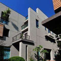 建築設計 鳳凰居 WW House:  房子 by 黃耀德建築師事務所  Adermark Design Studio