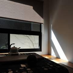 建築設計 鳳凰居 WW House:  窗戶 by 黃耀德建築師事務所  Adermark Design Studio