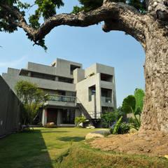 建築設計+室內設計 豐原 WL House:  房子 by 黃耀德建築師事務所  Adermark Design Studio