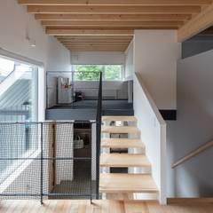 Four Decks: 富谷洋介建築設計が手掛けた階段です。