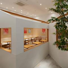 nana's green tea イオンモール市野店: 株式会社KAMITOPEN一級建築士事務所が手掛けた商業空間です。