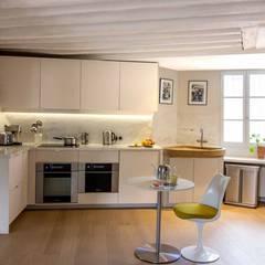 Jardin du luxembourg: Cuisine intégrée de style  par Atelier Sylvie Cahen