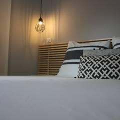 chambre parentale: Chambre de style de style Moderne par monicacordova