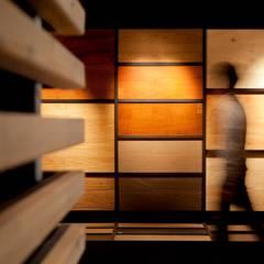 Showroom for wood flooring products in Masnou, Barcelona.: Espacios comerciales de estilo  de Studioapart
