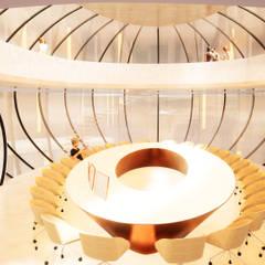 Innovatives Bürogebäude aus Glas:  Bürogebäude von Avantecture GmbH