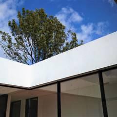 Casa el Molino: Ventanas de estilo  por David Macias Arquitectura & Urbanismo