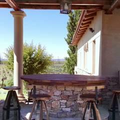 Galería y parrilla: Casas de estilo mediterraneo por Azcona Vega Arquitectos