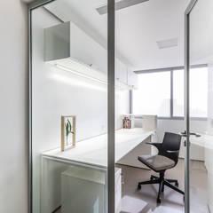 : Salas / recibidores de estilo  por Design Group Latinamerica, Moderno