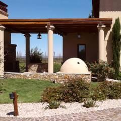 Galería y parrilla: Casas de campo de estilo  por Azcona Vega Arquitectos