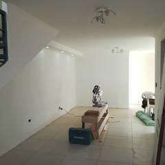 Primer piso: Livings de estilo  por MSGARQ