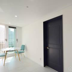트렌디하면서 고급스러운 모던 클래식한 50평대 아파트인테리어: 씨엘하우스의  복도 & 현관,클래식