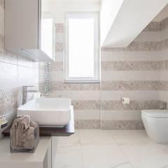 Ristrutturazione appartamento di 200 mq a Napoli: Bagno in stile  di Facile Ristrutturare