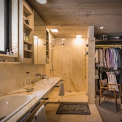 industrial Dressing room by Paola Calzada Arquitectos
