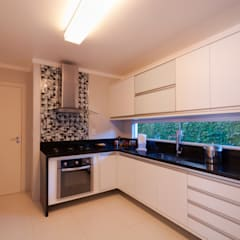 وحدات مطبخ تنفيذ Bernal Projetos - Arquitetos em Salvador